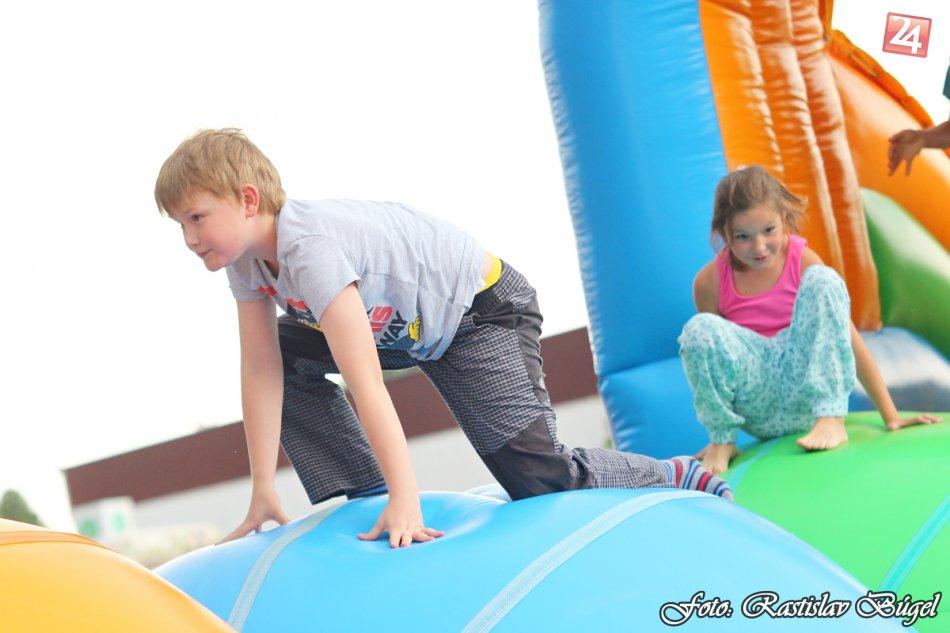 detsky-festival-deti-atrakcie-atrakcia-dieta-nafukovaci-hrad-hry-hra-38-